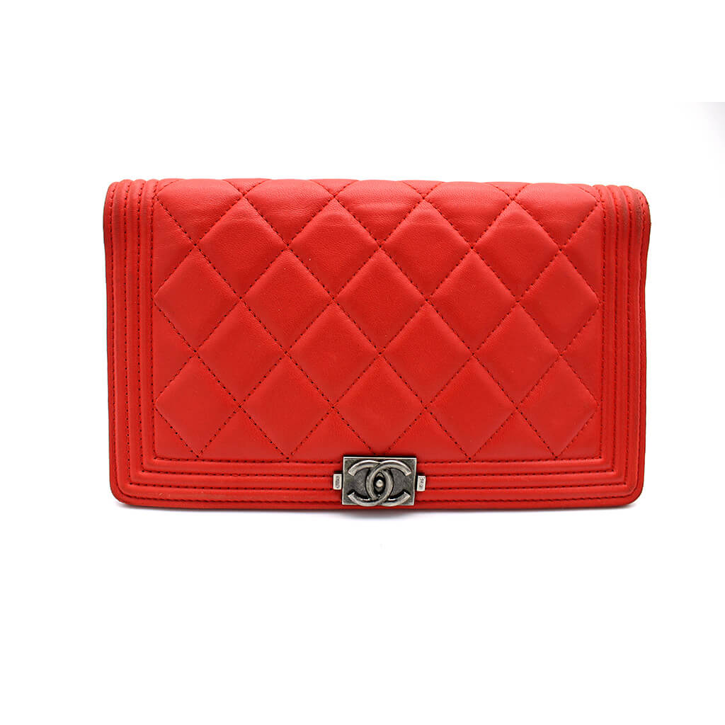 e201bedf58ca Red Gucci Wallet · Red Chanel Vintage Bag - Posh Bags London