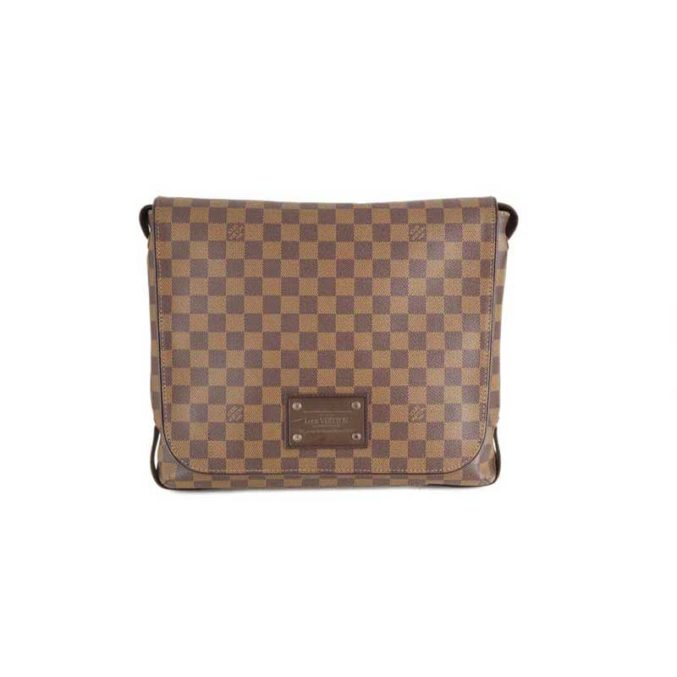 Louis-Vuitton-District-Messenger-Bag-1